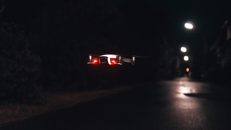 Blazin'Daniel - Drohnen in der Nacht (Official Video).00_00_12_30.Standbild015