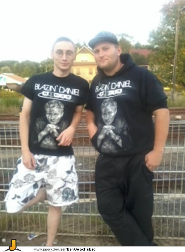 Denkmal-Shirt-und-Hoodie