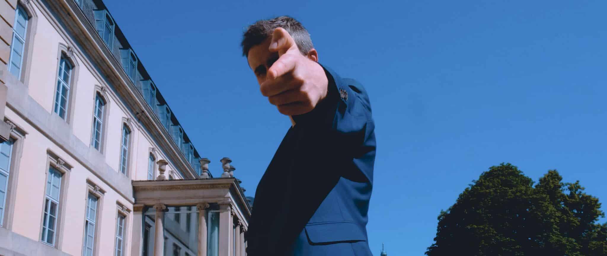 Blazin'Daniel - Bon Voyage (Official Video).00_00_11_15.Standbild254